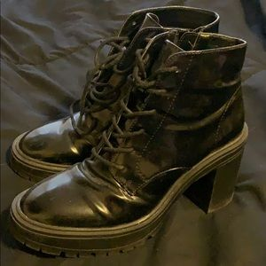 Leather heel boots with zipper